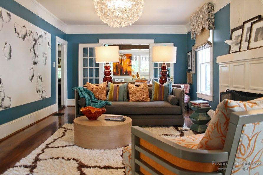 в многоцветной мебели или цветовой палитре стеновой отделки все равно какой-то один цвет должен всегда доминировать и количество цветовых решений не должно быть нагромождено;