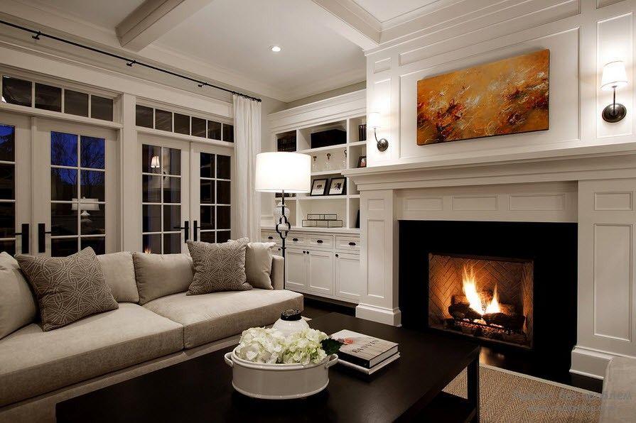 потолок и пол не декорируют одинаковым цветом или фактурой, потому что тогда комната будет несбалансированной визуально и постоянно создавать ощущение дискомфорта.