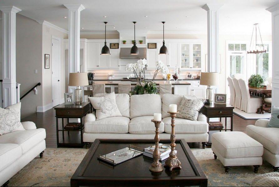 Белый – практически универсален и подходит к любому оттенку, но особенно гармонирует синему, черному и красному цветам.